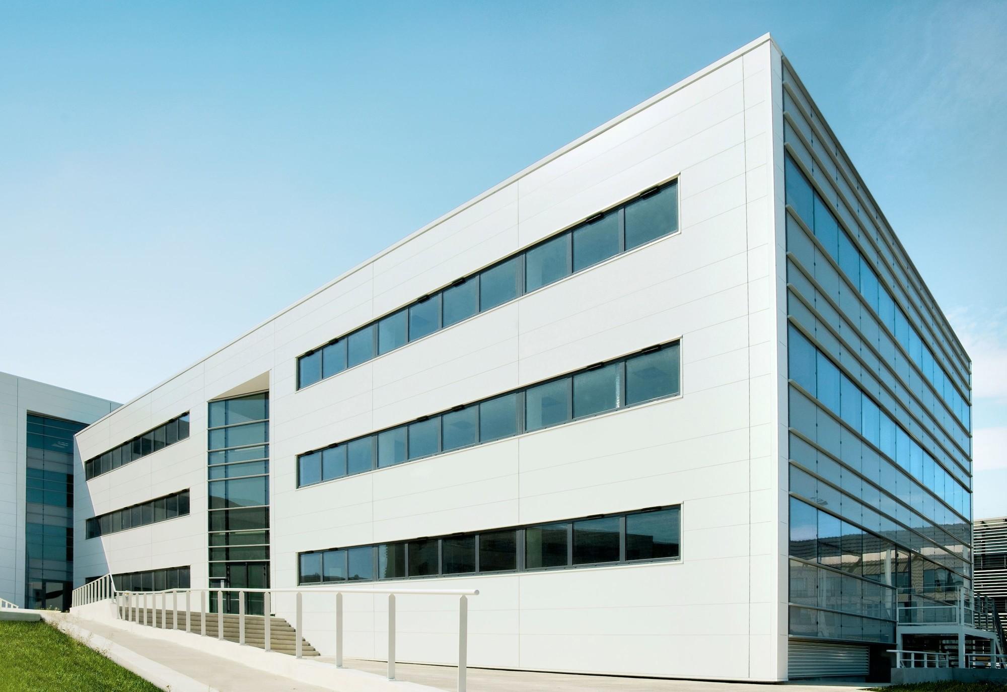Business Plaza immeubles de bureaux en entrée de ville de Montpellier Lazard Group